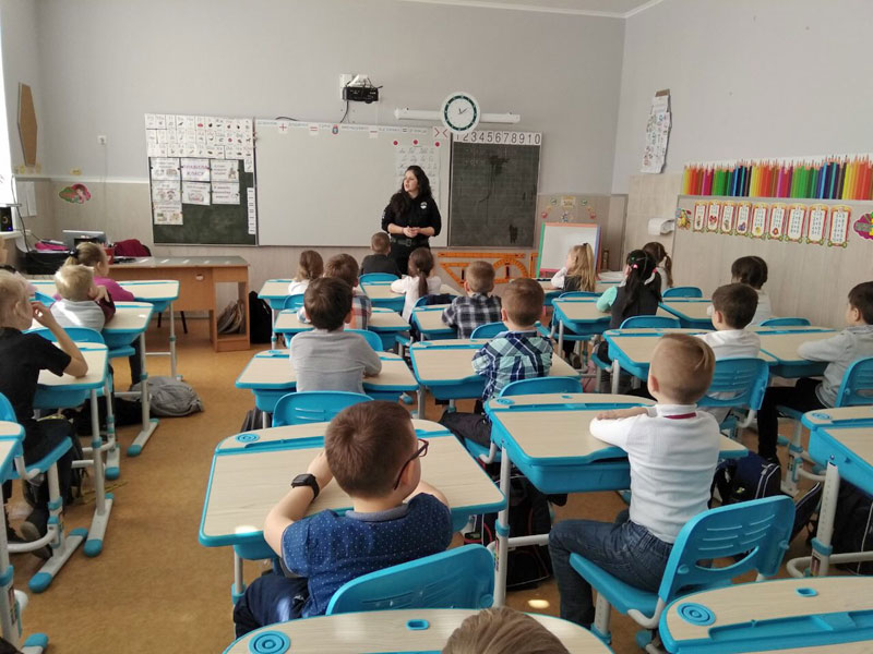 Відбулась зустріч учнів початкової та середньої школи із шкільним поліцейським
