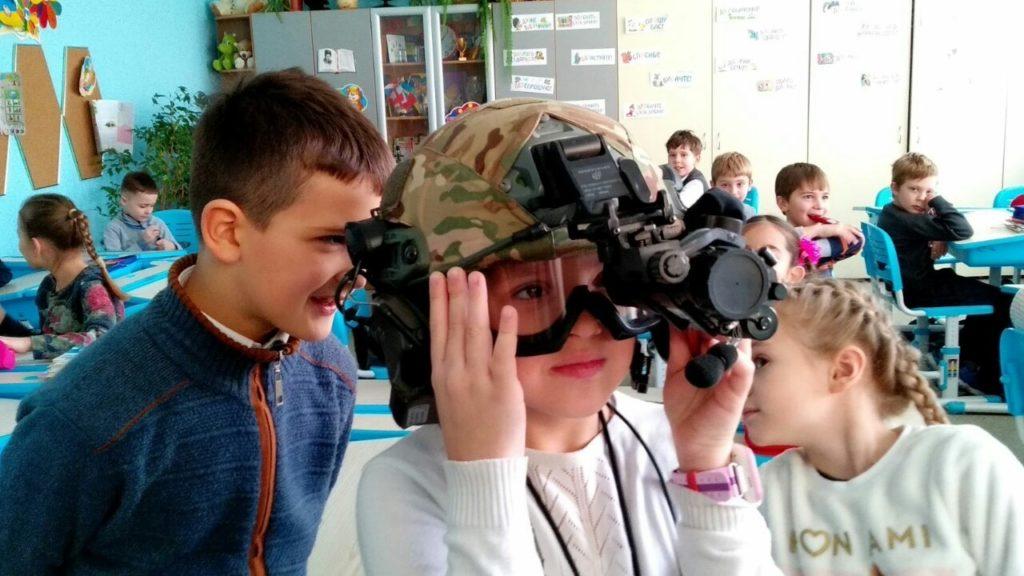 У 2-Б класі до Дня збройних сил України був проведений батьківський урок
