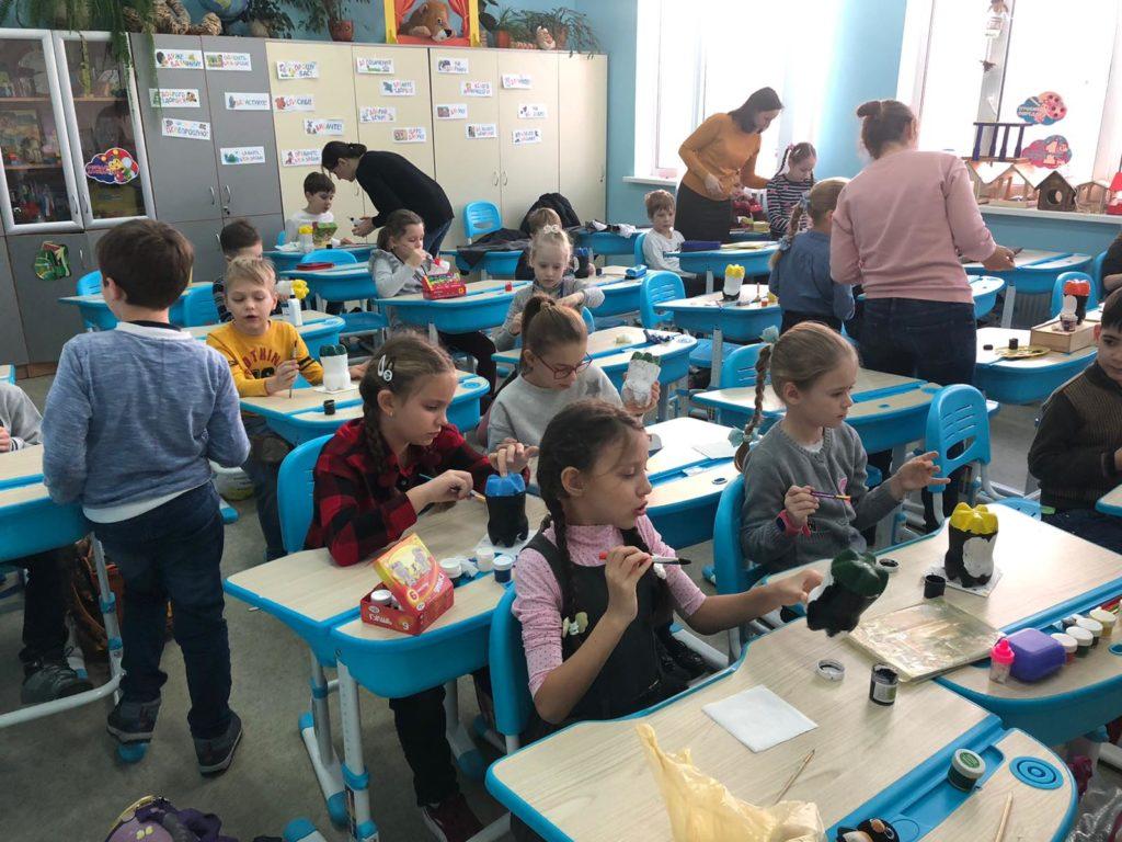 Майстер-клас з виготовлення виробів із використаного пластикового посуду (up cycling)